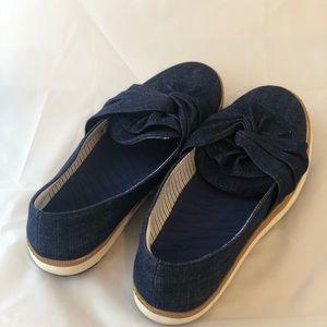 BareTraps slip on navy shoes size 9